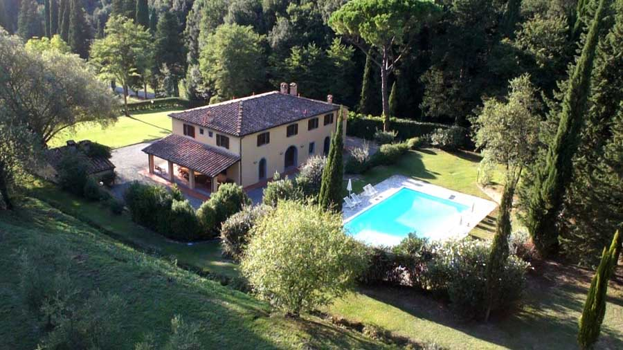 villas-for-14persons-for-rent-in-tuscany-terricciola.jpg