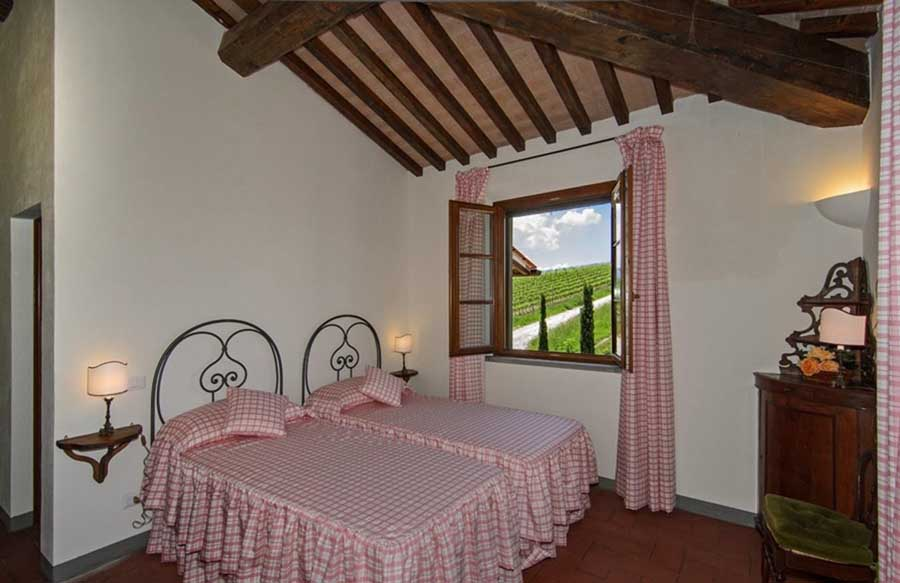 villas-luxuryholiday-20persons-wine-winehills-winetasting-horseriding-private-klimaanlage-relaxholiday-tuscany.jpg