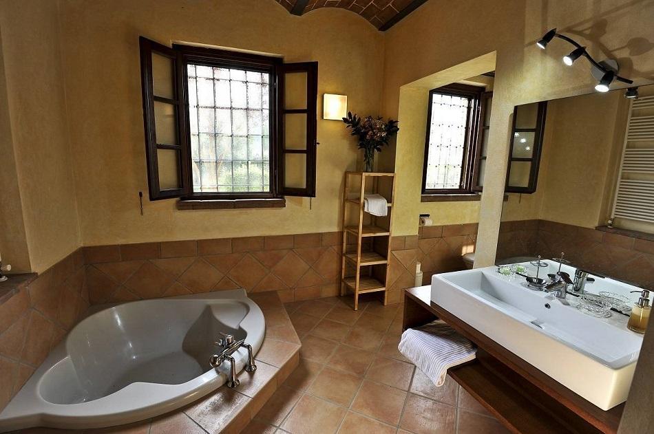 sehr-schoener-badezimmer-mit-badewanne-duche.jpg