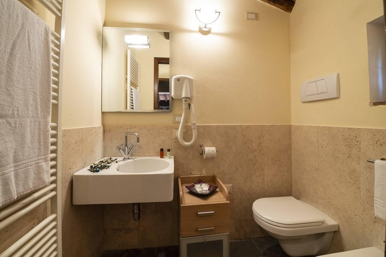 suite-doppelzimmer-inklusiv-fruhstuck-mitte-der-natur.jpg