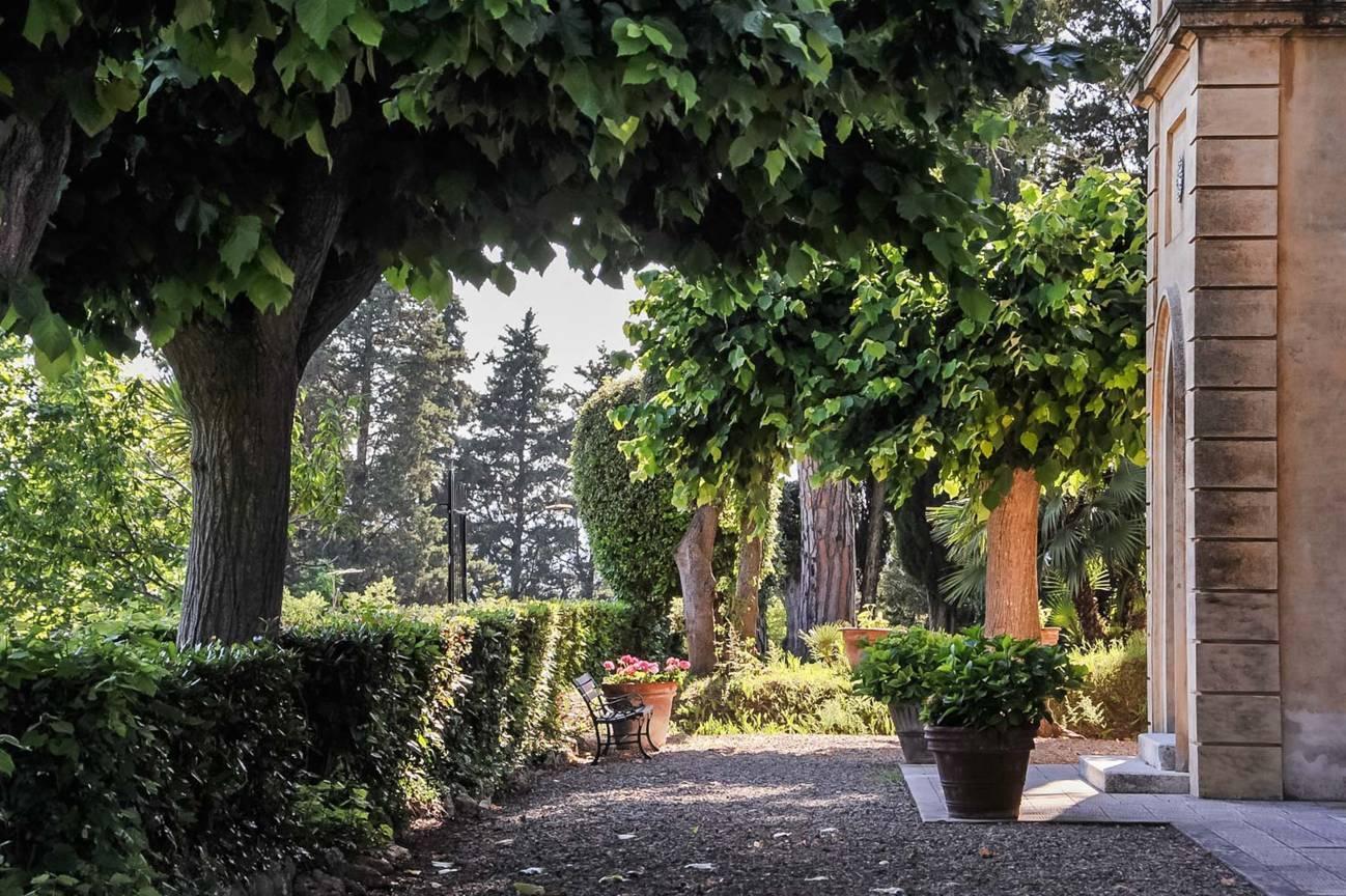 garten-labyrinth-villa-fur-ulaub-sommer-italien.jpg