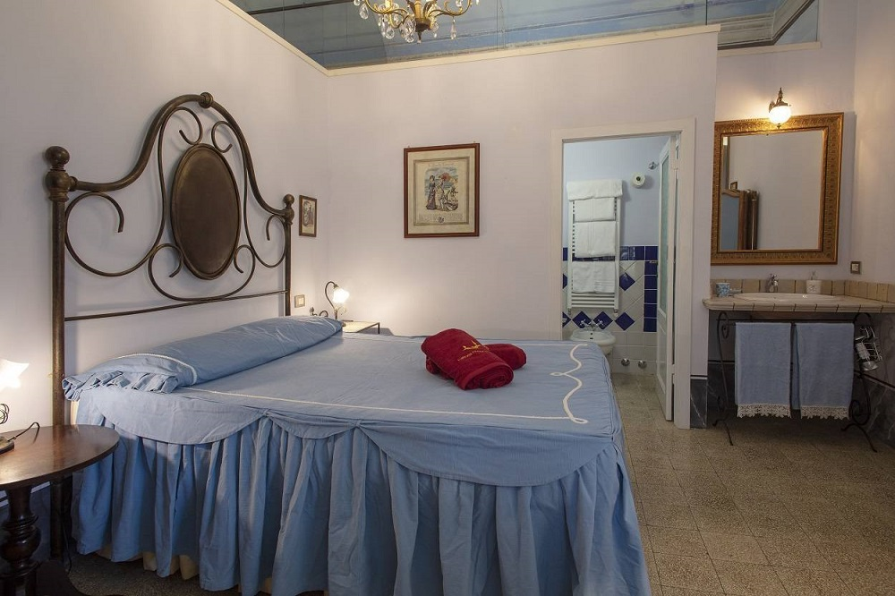 villa-with-10-bedrooms-in-the-hearth-of-tuscany-italy.jpg
