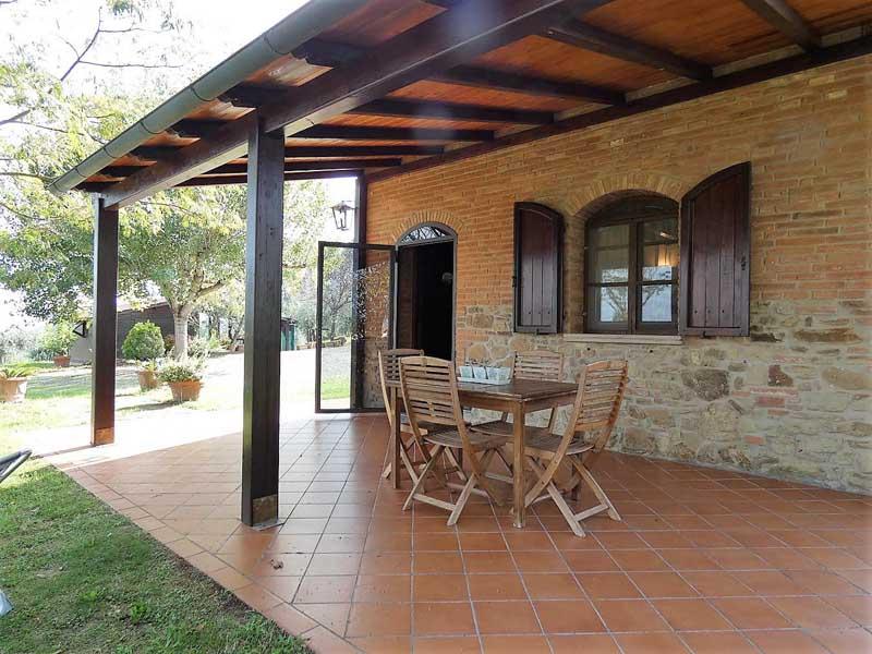 tuscany-idyllic-village-peccioli-pisa.jpg