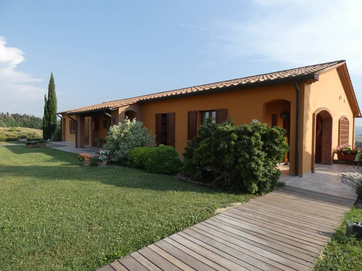 holiday-in-the-typical-tuscany-charming-villa-with-pool.jpg