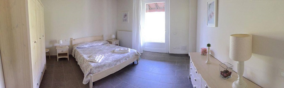 bedroom-holidayapartment-by-the-sea-in-tuscany.jpg