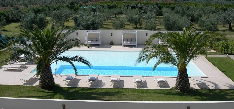 pool-mit-palmen-toscana-urlaub-relax.jpeg