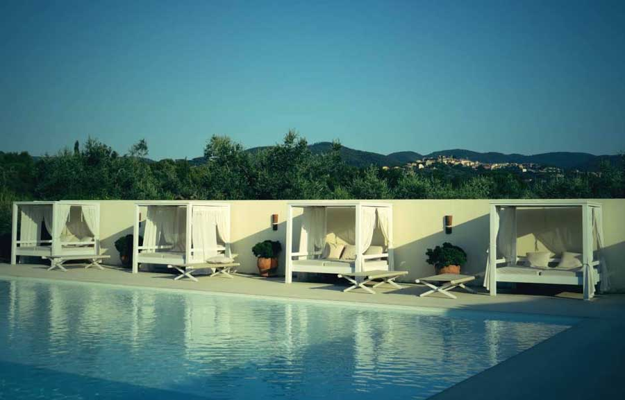relaxing-holiday-by-the-pool-in-tuscany.jpg