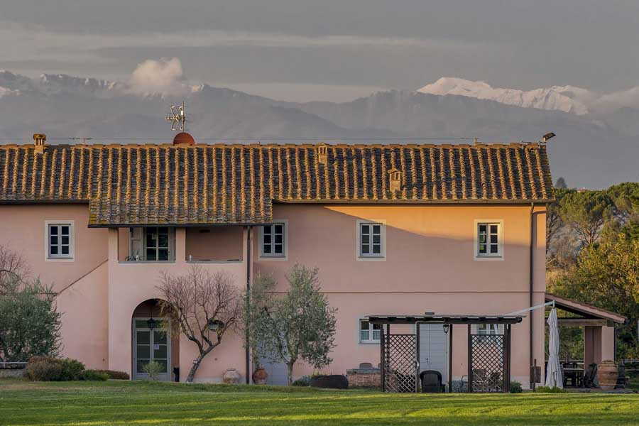 holidayapartments-for-rent-wineestate-hotel-families-family-children-couple-pool-breakfast-lunch-dinner-restaurant-wine-tuscany-valdera-near-famous-cities.jpg